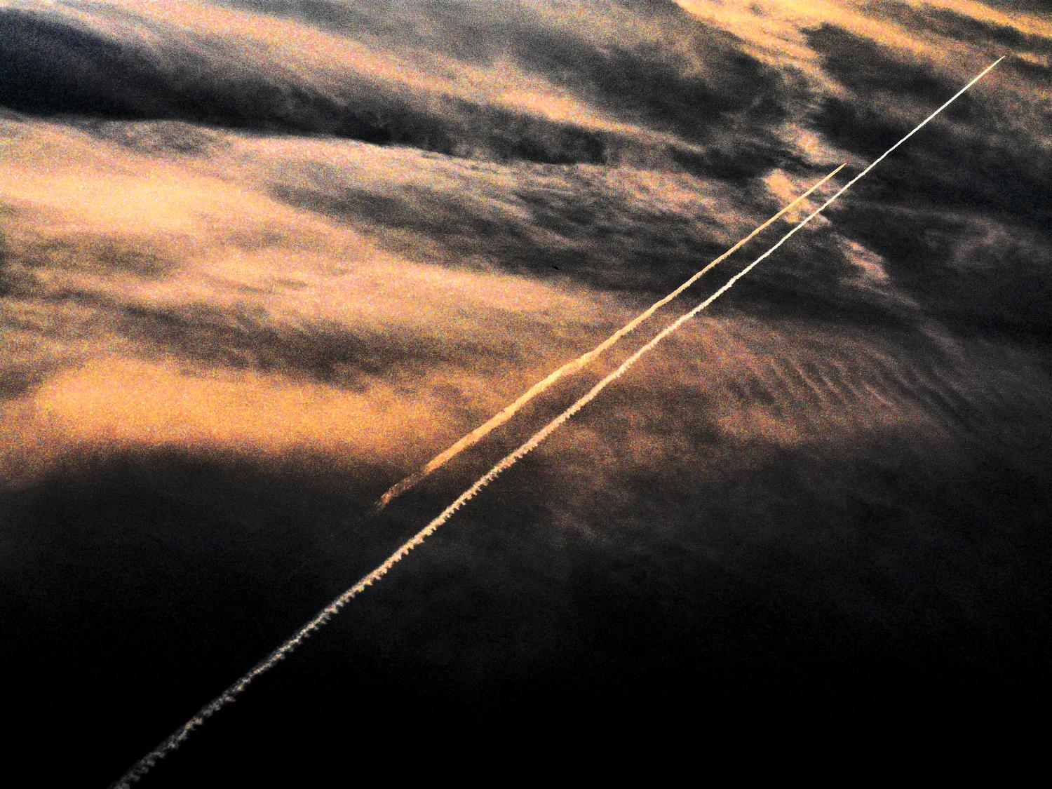 - Sky race - Panasonic DMC-FZ18 - contrails against a dramatic evening sky - Tony Karp, design, art, photography, techno-impressionist, techno-impressionism, aerial photography , drone , drones , dji , mavic pro , video , 3D printing - Books -